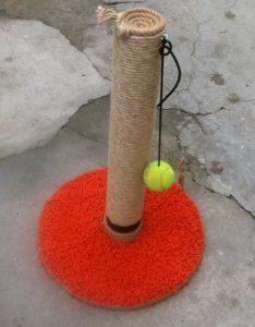 когтеточка самодельная с мячиком