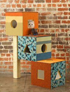 лежанка для кошки в фанерном домике